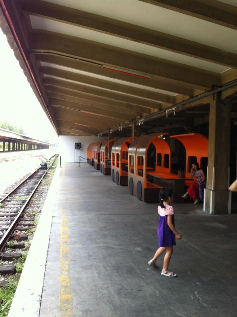 Ktm intercity train at tanjong pagar railway station, singapore  65b0  52a0  5761  4e39  620e  5df4  845b  706b  8f66  603b  7ad9  9a6c  6765  4e9a  94c1  9053  5e02  9645  5217