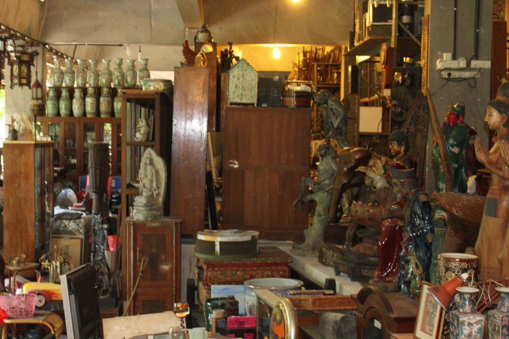 Antique alley changmoh the musings of an english girl for Chinese antique furniture singapore