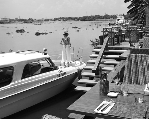 arrive by boat (black & white)_1348650351202